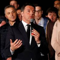 Italy's Renzi easily wins Democratic Party primary, hopes to take on populists