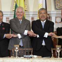 Tillerson meets ASEAN ministers, urges them to pressure North Korea on nukes