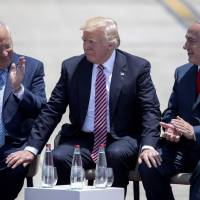 U.S. President Donald Trump and Israeli President Reuven Rivlin (left) and Israeli Prime Minister Benjamin Netanyahu (right) speak upon Trump's arrival at Ben Gurion International Airport in Tel Aviv on Monday as part of his first trip overseas. | AFP-JIJI