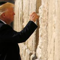Trump becomes first U.S.president to visit Western Wall