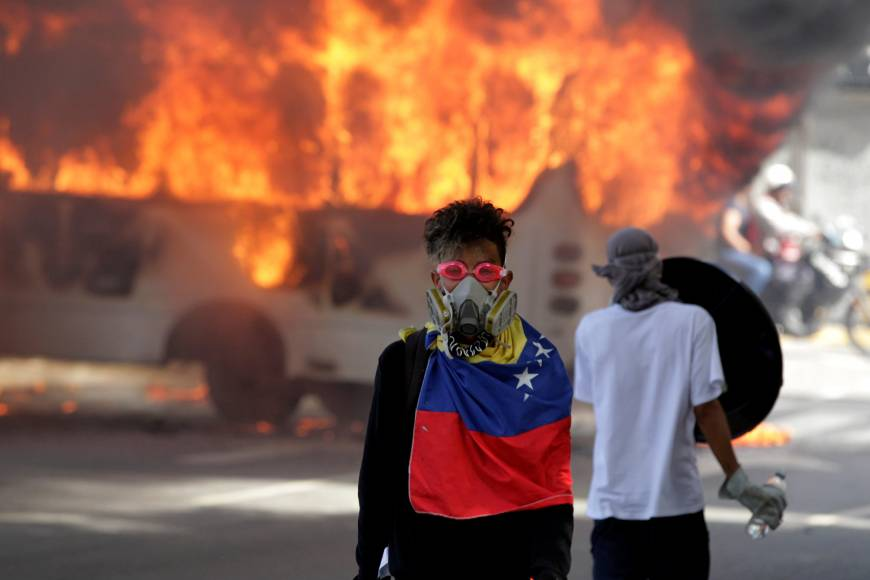 As violence rages, Venezuela opposition makes desperate plea to military for dialogue