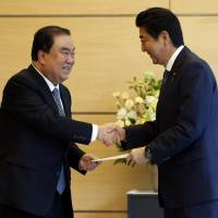 Abe, Moon to resume 'shuttle diplomacy,' South Korean envoy says