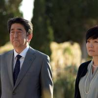 Prime Minister Shinzo Abe and his wife, Akie, pay their respects to Imperial Japanese Navy sailors who were killed in Malta during World War I on Saturday at the military cemetery in Kalkara, Malta. | REUTERS