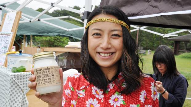 Hyogo woman's quest for fair-trade coconut oil helps remote Indonesia island