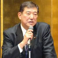Abe's bid to revise charter by 2020 irks LDP veterans
