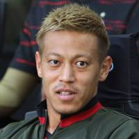 Soccer star Keisuke Honda stirred controversy by tweeting about a recent government report on suicide. | GETTY / VIA KYODO