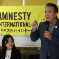 Taro O'Sullivan, executive director of Amnesty International Japan, speaks during a news briefing at the organization's Tokyo headquarters on Tuesday. | DAISUKE KIKUCHI
