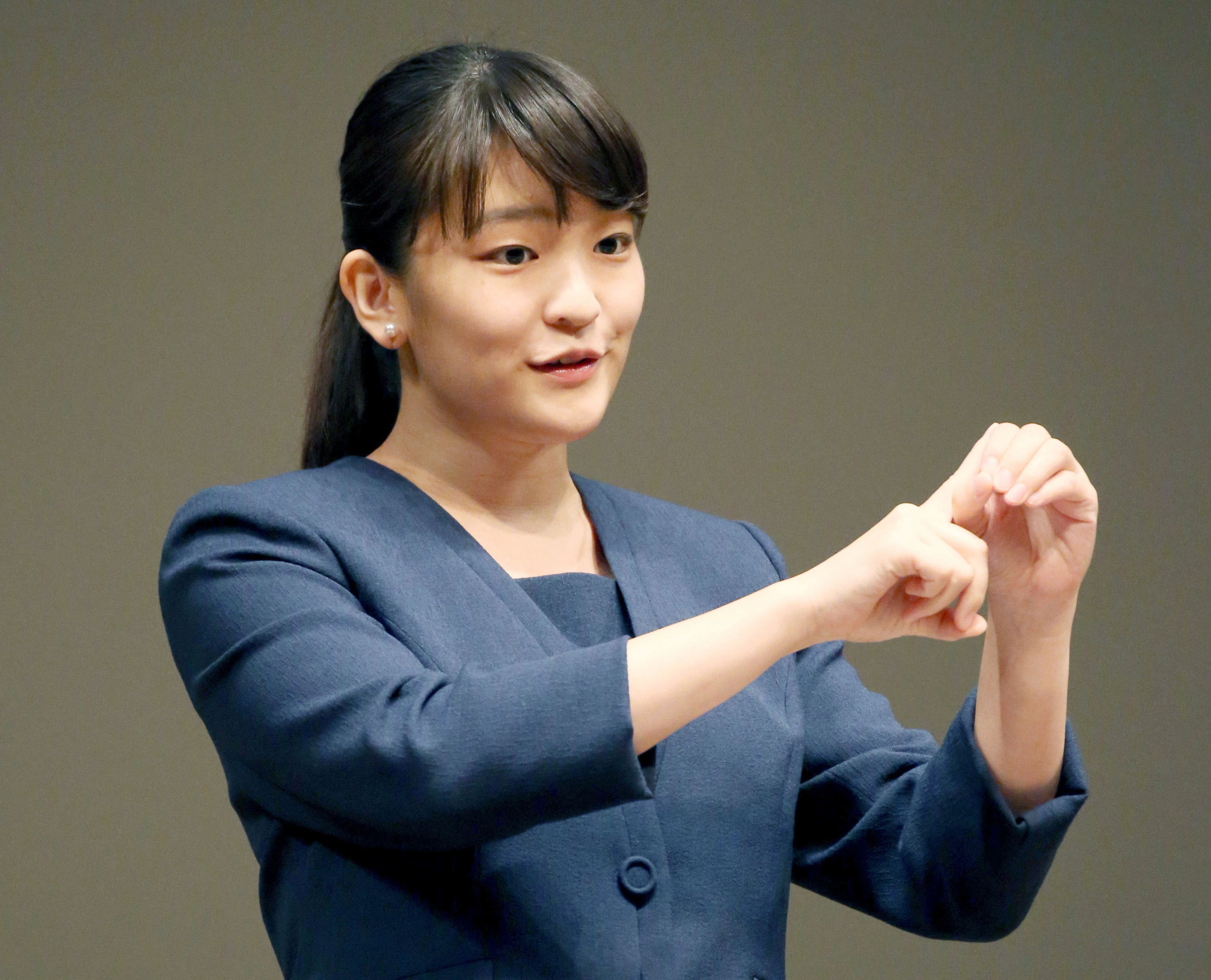 Princess Mako, the 25-year-old daughter of Prince Akishino and Princess Kiko, is set to be engaged to a former classmate from International Christian University, NHK reported. | POOL / VIA KYODO