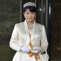 Princess Mako leaves the Imperial Palace in October 2011 after greeting Emperor Akihito and Empress Michiko when she turned 20. | KYODO