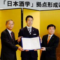 Niigata teams with university, brewers to promote local sake at home, abroad
