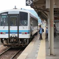 A train stops at Miyoshi Station on the Sanko Line in Miyoshi, Hiroshima Prefecture. The loss-making line will be scrapped next year. | KYODO