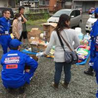 The Veterinary Medical Assistance Team of Fukuoka Prefecture conducts rescue activities in Nishihara, Kumamoto Prefecture, in April 2016 after a series of major earthquakes hit Kumamoto that month. | COURTESY OF TOSHIHIRO FUNATSU / VIA KYODO