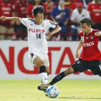 Kawasaki Frontale's Kengo Nakamura (left) takes on a Muangthong United defender during their Asian Champions League round of 16, first leg match on Tuesday. | KYODO