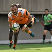 The Cheetahs' Daniel Marais scores a try against the Sunwolves during their Super Rugby match on Saturday at Prince Chichibu Memorial Rugby Ground. | AFP-JIJI