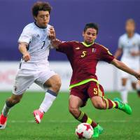 Japan's Ritsu Doan (left) and Venezuela's Jose Hernandez vie for the ball  during and Under-20 World Cup round of 16 match on Tuesday in Daejeon, South Korea. | AFP-JIJI