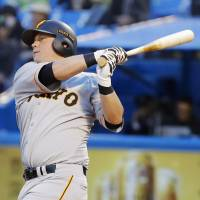 Casey McGehee has four home runs and 16 RBIs through 24 games with the Giants. | KYODO