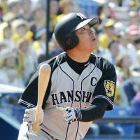 Fukudome's hot bat sends Tigers past Swallows again