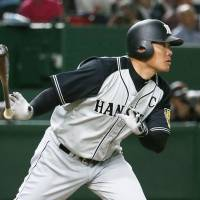 Intuition pays off as Fukudome switches bats, slugs homer in victory over Giants
