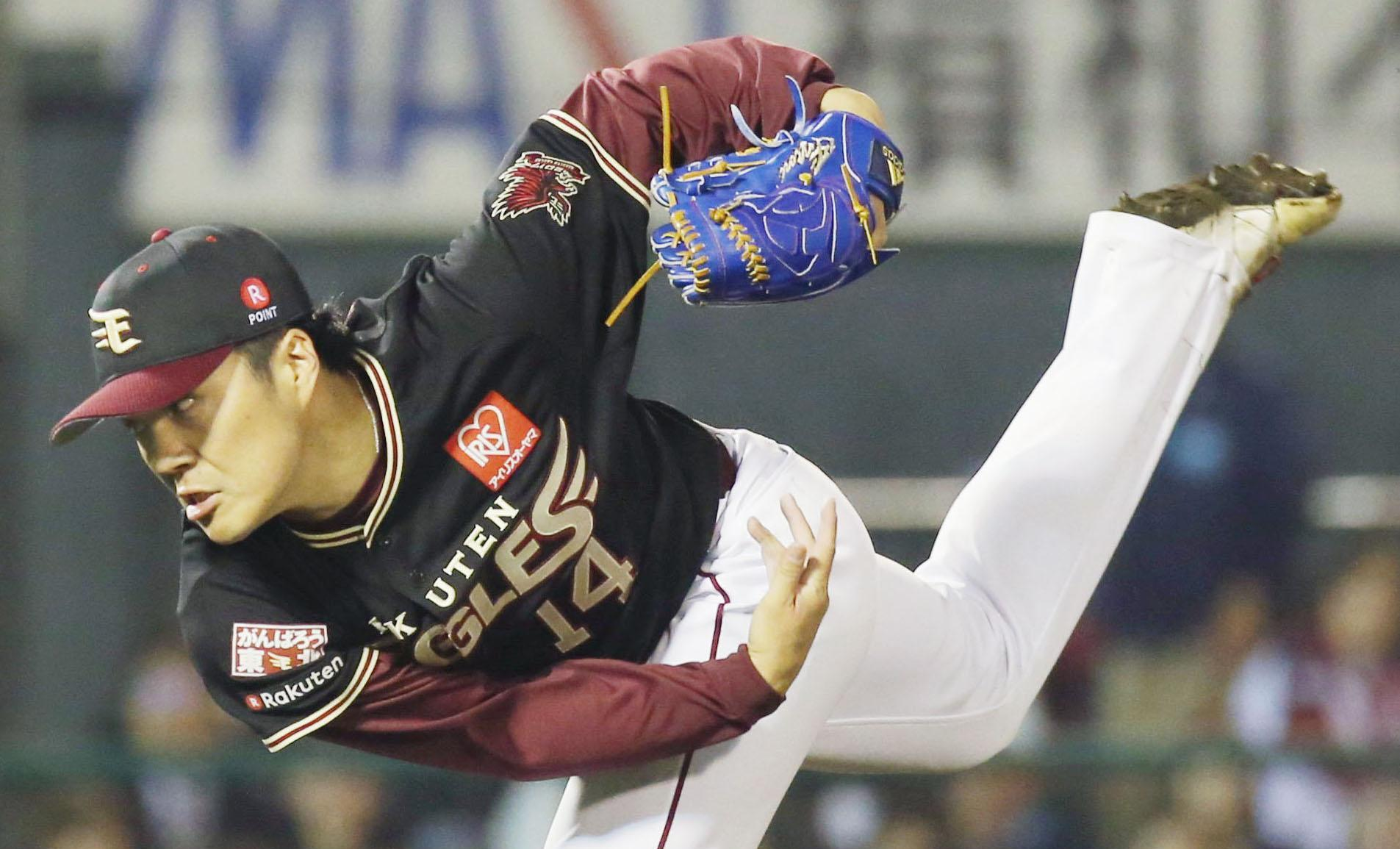 Eagles ace Takahiro Norimoto pitches against the Marines on Wednesday in Sendai.   KYODO