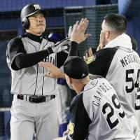 Solo homers carry Tigers to triumph over BayStars