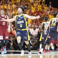 The team-first attitude preached by Yuta Tabuse is one of the driving forces behind Tochigi's success. | KYODO