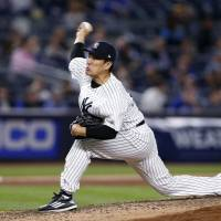 Tanaka gets plenty of support in win over Jays