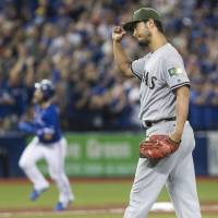 Darvish's shaky control plays part in Texas' loss to Toronto
