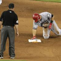 Trout sprains thumb in Angels' loss