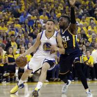Green displays range, leads Warriors by Jazz to 2-0 edge