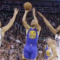 Warriors complete four-game sweep of Jazz