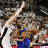 Warriors pounce on injury-plagued Spurs