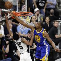 Warriors sweep away Spurs, make NBA Finals again
