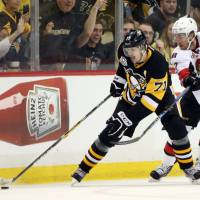 Penguins fire on all cylinders in Game 5
