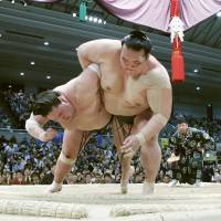 Yokozuna Kisenosato (right) defeated ozeki Terunofuji to capture the title in March. Kisenosato has been installed at No. 1 on the East side for the summer tournament. | KYODO