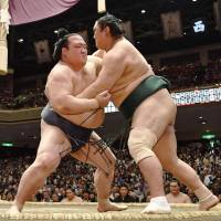 Kisenosato rebounds from opening defeat