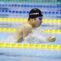 Kosuke Hagino dominates the field en route to victory in the men's 200-meter individual medley at the Japan Open on Sunday at Tatsumi International Swimming Center. | KYODO