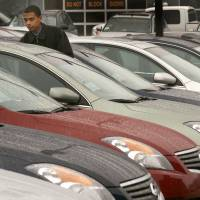Nissan expands sales to rental companies, but analysts warn of risk