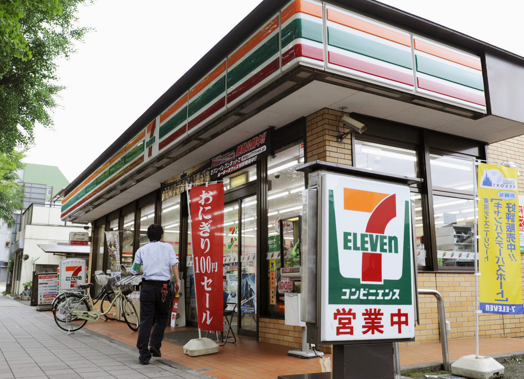 Seven-Eleven Japan Co., the nation's largest convenience store operator, says it will open outlets in Okinawa Prefecture around fiscal 2019.   KYODO