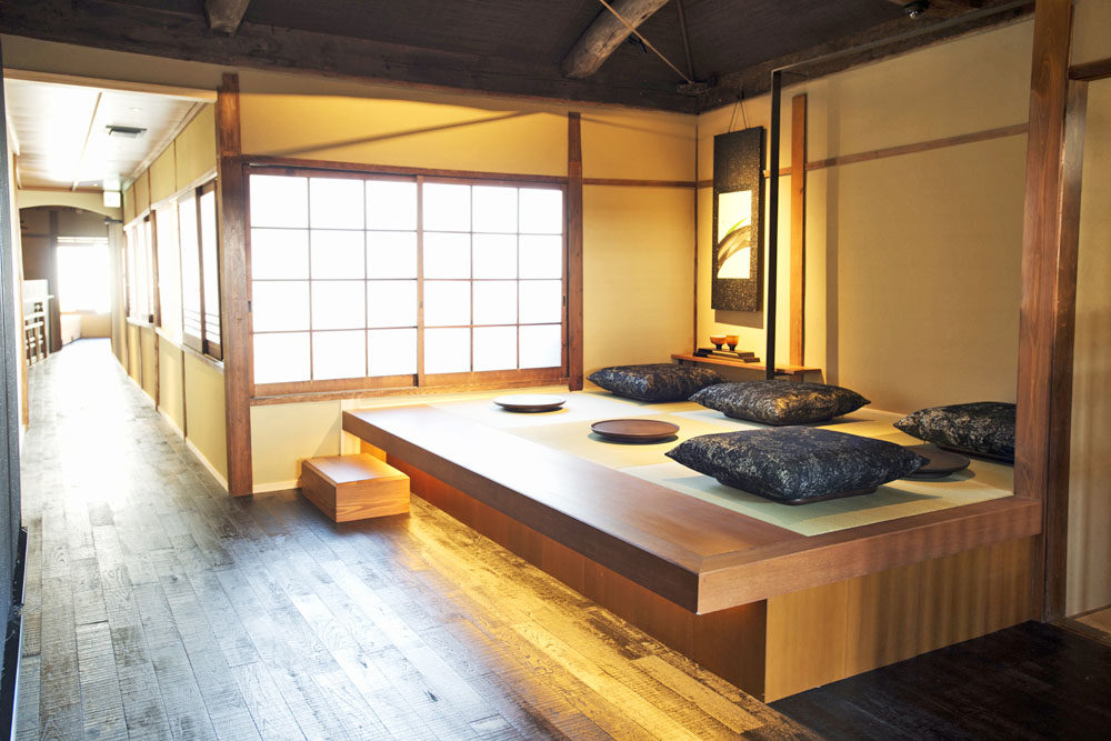 World S First Starbucks Coffee Shop With Tatami Rooms To