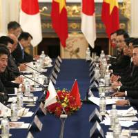 Japan, Vietnam leaders vow unity in bid to bring TPP into force