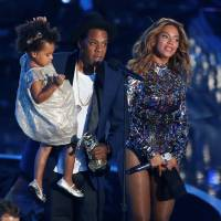 Jay-Z presents the Video Vanguard Award to his wife Beyonce as he holds their daughter Blue Ivy during the 2014 MTV Video Music Awards in Inglewood, California, on Aug. 24, 2014. | REUTERS