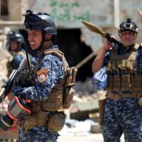 Iraqi forces tell Islamic State ranks 'surrender or die' as fighting goes house-to-house in Mosul's Old City
