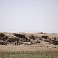 U.S.-backed militias reach walls of Raqqa's Old City, face up to 4,000 Islamic State fighters