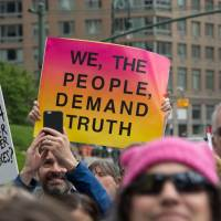 Demonstrators at the March for Truth in New York on Saturday call for an impartial investigation into alleged Russian influence the 2016 U.S. election and for President Donald Trump to release his tax returns.   AFP-JIJI