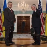 Trump meets Poroshenko, says he wants peace in Ukraine but skips backing of Minsk accord
