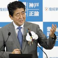 Abe accelerates Constitution quest by telling LDP to submit amendment plans in fall extra Diet session