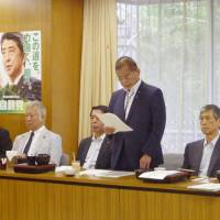 Okiharu Yasuoka, the head of the LDP's constitutional reform panel, speaks at a meeting of the panel's senior members in Tokyo on Tuesday.   KYODO