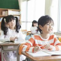 A survey shows many junior high school students feel English communication skills they learned in elementary school are useless. | ISTOCK
