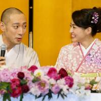 Ichikawa Ebizo and Mao Kobayashi share a glance after announcing their engagement in January 2010 at a Tokyo hotel. | KYODO