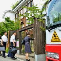 Officials from the Osaka Municipal Government enter a nursery school run by Moritomo Gakuen on Friday to check its employment arrangements. Prosecutors are set to open a criminal investigation into the school operator's former chief, Yasunori Kagoike, this weekend. | KYODO